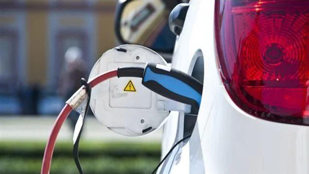 تهدف الحكومة الكندية إلى رفع مبيعات المركبات الخالية من الانبعاثات إلى نسبة 100٪ في عام 2040 - Radio Canada