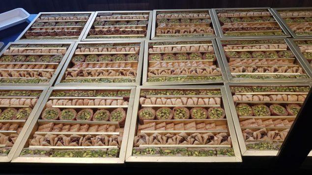 """حلويات شرقيّة متوفّرة في """"داماسكوس فود سوبرماركت"""" في فكتوريا/سالم عجاج"""
