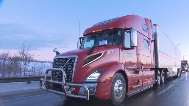 ستنقل الشاحنتان الكهربائيتان 63 طنًا على مسافة 700 كيلومتر خلال كل رحلة لمدة عام واحد – Radio Canada