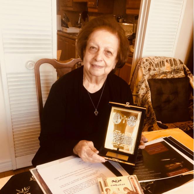 السيدة ماري فرح نصر فخورة بشهادات تقدير وإنجازات أدبية حققتها في حياتها./بعدسة كوليت ضرغام
