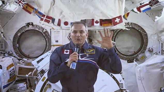 رائد الفضاء الكندي دافيد سان جاك يتحدّث من المحطّة الفضائيّة الدوليّة في 19-06-2019/Paul Chiasson/CP