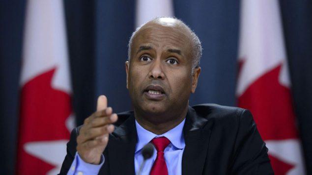 وزير الهجرة الكندي أحمد حسين يريد تعزيز برامج الهجرة الاقتصاديّة في كندا ليستفيد منها اللاجئون/Sean Kilpatrick/PC