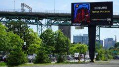 لوحة إعلانية في مدينة مونتريال، تخليدًا لذكرى النساء المفقودات والمقتولات من السكان الأصليين - Dave St-Amant/Radio Canada