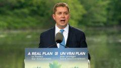 أندرو شير، زعيم حزب المحافظين في كندا وهو يكشف النقاب على خطته الخضراء - Adrian Wyld / The Canadian Press