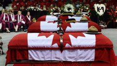 جنازة الشرطيين الثلاثة ضحايا هجوم 4 يونيو حزيران 2014 في مونكتون (أرشيف) - Sean Kilpatrick / The Canadian Press