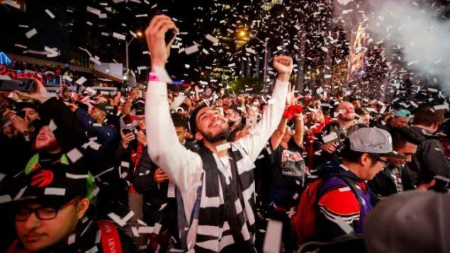 جانب من الاحتفالات في تورونتو بفوز الرابتورز ببطولة الدوري الأميركي لكرة السلّة - Cole Burston / Getty Images