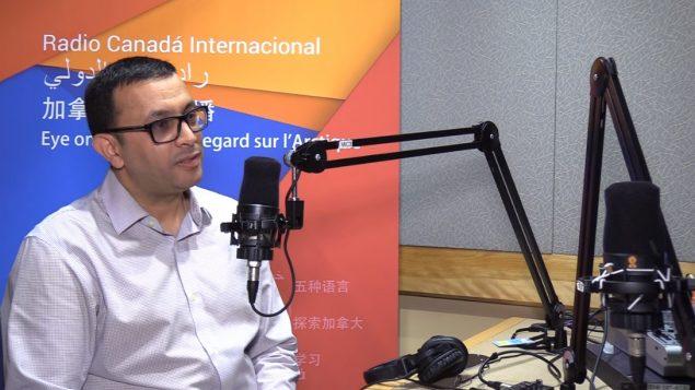 هاشمي خليفي، مدير مهرجان الياسمين التونسي في مونتريال في استديوهات راديو كندا الدولي يوم 25 يونيو حزيران 2019 - RCI