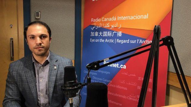 مهدي عياشي في استديو راديو كندا الدولي/RCI