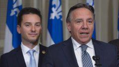 رئيس حكومة كيبيك فرانسوا لوغو (إلى اليمين) ووزير الهجرة الكيبيكي سيمون جولان باريت/Jacques Boissinot/CP