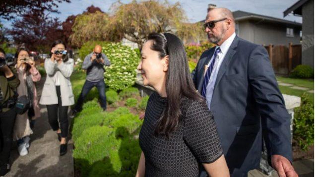 مينغ وانتشو في طريقها إلى المحكمة العليا في بريتيش كولومبيا في 08-05-2019/Ben Nelms/CBC/هيئة الاذاعة الكنديّة