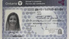 الرسوم على تسجيل السيّارة ورخصة القيادة ترتفع في أونتاريو/Radio-Canada