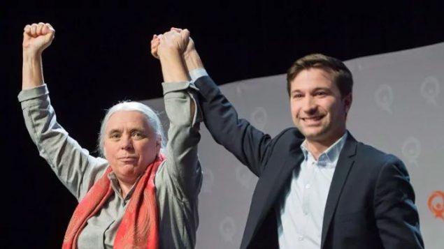 غابريال نادو-دوبوا (إلى اليمين) ومانون ماسي، الناطقان الرسميان لحزب التضامن الكيبيكي - Graham Hughes / Canadian Press