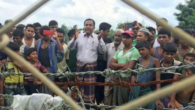 مجموعة من الروهينغا على الحدود بين بنغلاديش وميانمار - Nahlah Ayed / CBC