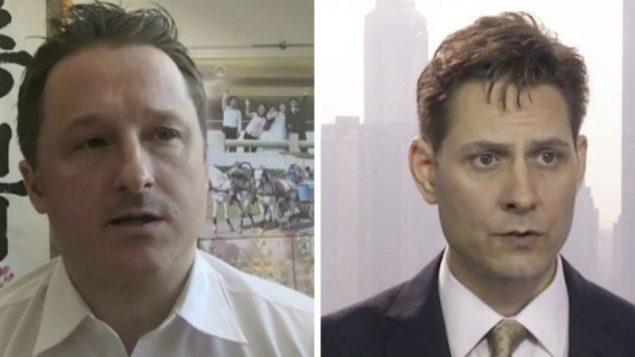 الكنديان الموقوفان في الصين، الدبلوماسي السابق مايكل كوفريغ (إلى اليمين) ومايكل سبافور (AP Photo