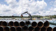 تتبع الشهادة الصادرة عن المكتب الوطني للطاقة ، موافقة الحكومة الفيدرالية على مشروع مدّ خط الأنابيب ترانس ماونتن، يوم الثلاثاء الماضي -The Canadian Press / JASON FRANSON