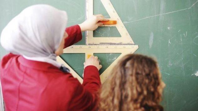 يمنع قانون علمانية الدولة في كيبيك ارتداء الحجاب والرموز الدينية الأخرى على معلّمات وومعلّمي المدارس الابتدائية والثانوية في القطاع العام - iStock Photo