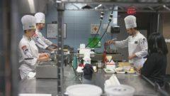يعود اختيار المغرب كمصدر للعمالة الماهرة إلى التقدم الذي سجّله هذا البلد في المجال السياحي عموما وفي الطبخ على الخصوص - Jonathan Castell / CBC News