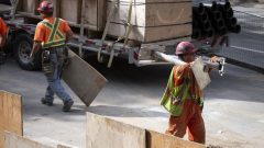 165000 عامل بناء في كيبيك يغادرون عملهم في فرصة صيفية تمتد على أسبوعين/إيفانو ديميرس