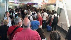 ساعات طويلة من الانتظار في مطار ترودو في مونتريال/من المطار