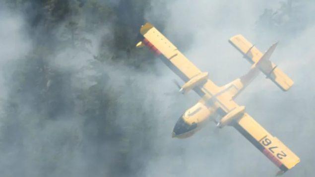حرائق الغابات المستعرة في شمال مقاطعة أونتاريو تسبذبت في نزوح عدد من السكّان عن منازلهم/Ontario Forest Fires/Twitter