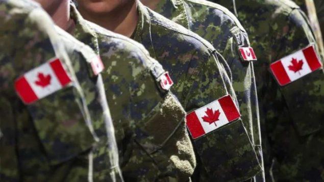 أوضح وزير الدفاع الكندي أن هذا الطلب إلى أمين المظالم لا يعني أن الجيش لا يكمنه مواجهة العنصرية في صفوفه بنفسه - Jeff McIntosh / The Canadian Press