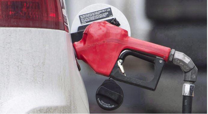 حكومة أونتاريو تقول إنّ ضريبة الكربون تساهم في زيادة أسعار وقود السيّارات/Graham Hughes/CP