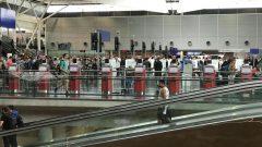 ثلث طلبات تأشيرة الإقامة المؤقّتة يُقدّم من الصين والهند/ AFP/GETTY IMAGES / DANIEL SLIM