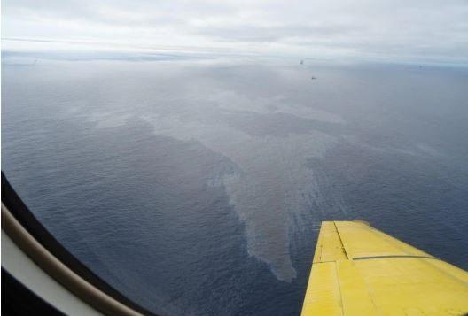 البقعة النفطية ظاهرة في عرض شواطئ نيوفاوندلاند ولابرادور - Photo : Canadian Coast Guard
