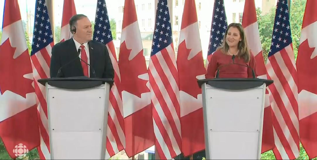 وزيرة الخارجيّة الكنديّة كريتسيا فريلاند تتحدّث في مؤتمر صحفي عقدته في اوتاوا مع وزير الخارجيّة الاميركي مايك بومبيوفي 22-08-2019/CBC/ هيئة الاذاعة الكنديّة