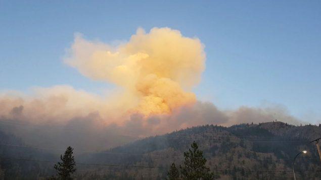 حريق الغابات في وادي اوكاناغن يهدّد عددا من المنازل المجاورة لإيغل بلوف/Eagle Bluff