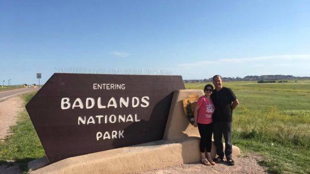 رابح مولا وزوجته سعاد مازوني في حديقة بادلاندز الوطنية في داكوتا الجنوبية في الولايات المتحدة - (الصورة مقدّمة من طرف رابح مولا)