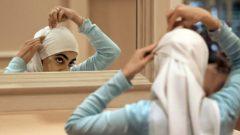 يمنع قانون العلمانية في كيبيك معلّمات المدارس الابتدائية والثانوية العمومية من ارتداء الحجاب - CBC