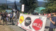 تجمّع المئات في بورنابي للاحتجاج على مشروع توسيع أنبوب النفط ترانس ماونتن/Noémie Moukanda/ Radio-Canada