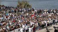 فلسطينيّون يتظاهرون أمام السفارة الفلسطينيّة في بيروت /Hussein Malla/AP