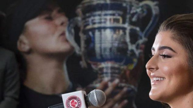 وعادت بيانكا أندريسكو إلى منزلها كندا أمس الثلاثاء والتقت مع الصحافة الكندية اليوم الأربعاء للمرة الأولى منذ فوزها المدوي في دورة الولايات المتحدة المفتوحة - Nathan Denette / Canadian Press