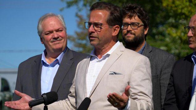 زعيم حزب الكتلة الكيبيكيّة إيف فرانسوا بلانشيه يقول إنّ حزبه يؤيّد قانون علمانيّة الدولة في كيبيك/Charles Contant/Radio-Canada
