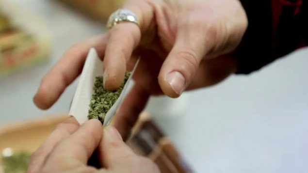 حالات دخول المستشفى بسبب تعاطي الكحول والمخدّرات من قبل الشباب مرتفعة في كندا/Jason Redmond/Reuters