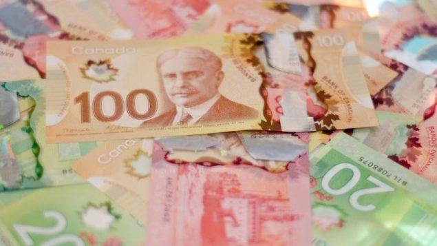 """أشارت جريدة لودوفار إلى ارتفاع """"متوسط قيمة التحويلات من الجزائر إلى كندا في عام 2019، ليصل إلى 405.195 دولارًا لكل معاملة تم الإعلان عنها ، مقابل 187.900 دولار و 157.857 دولارًا في عامي 2018 و 2017 على التوالي."""" - iStock"""