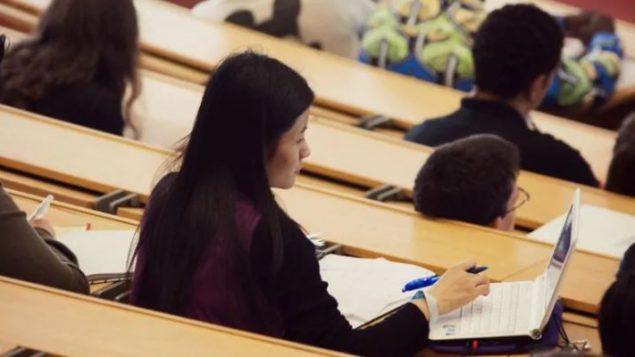 """ثُلُثَا """"عملاء"""" بنك الطعام في جامعة مونتريال هم طلاب أجانب - Nerdmeister / Flickr cc"""