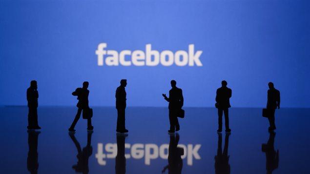 تطبيقات تشارك معلومات حميمة حول مستخدميها مع فيسبوك