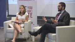 كريستيا فريلاند، وزيرة الخارجية الكندية (إلى اليسار) و مصطفى فاروق، المدير العام للمجلس الوطني للمسلمين الكنديين - Radio Canada
