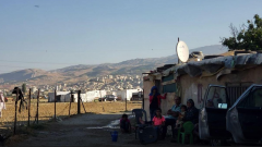عائلة سورية لاجئة في مخيمات سعدنايل في البقاع اللبناني/كارلا ميزا