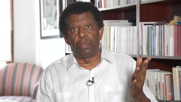 الكاتب والسيناريست الكندي من أصول هايتية داني لافريار يؤكد أن الجدل المثار حول صورة ترودو بالوجه الأسود سياسي بحت/حقوق الصورة: هيئة الإذاعة الكندية)
