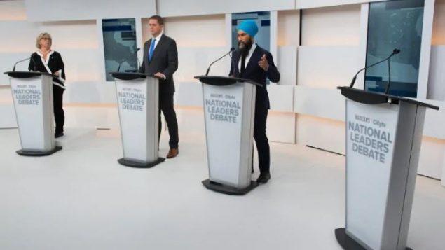 رفض ترودو المشاركة في المناظرة مفضلاً قضاء اليوم الثاني من حملته لجولة عبر بريتيش كولومبيا وألبرتا. وقّرر منظمو المناظرة ترك مكانه على المنصة شاغرا - The Canadian / Press