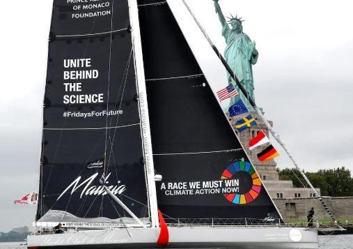"""الباخرة """" Malizia II"""" تدخل ميناء نيويورك في 28 أغسطس آب وهي تقلّ الناشطة البيئية الشابة غريتا تونبرغ - REUTERS / MIKE SEGAR"""