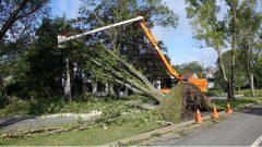 تنشط فرق التصليح لإعادة التيّار الكهربائي الذي انقطع عن مئات الآلاف من المشتركين في مقاطعات الشرق الكندي/Radio-Canada