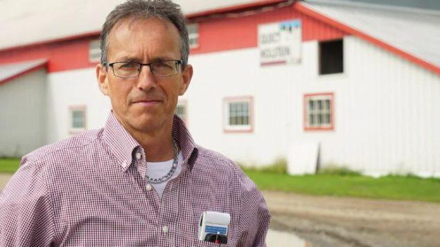 جاك روا منتج الحليب في منطقة بوس لن يدعم ترشيح زعيم حزب الشعب في كندا ماكسيم برنييه في الانتخابات التشريعيّة الكنديّة المقبلة/Marc-Antoine Lavoie/ Radio-Canada