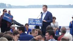يحسن زعيم حزب المحافظين أندرو شير اختيار كلماته في خطابه السياسي ولا يتوّجه إلى مؤيديه في كيبيك كما يتوجه إلى مؤيديه في أونتاريو وهذه استراتيجية سياسية تضمن له الاعتدال في الخطاب وكسب المزيد من التأييد/RADIO-CANADA / LOUIS BLOUIN