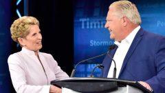 دوغ فورد رئيس حكومة المحافظين المحليّة في أونتاريو وكاثلين وين رئيسة الحكومة الليبراليّة المحليّة السابقة/Frank Gunn/CP