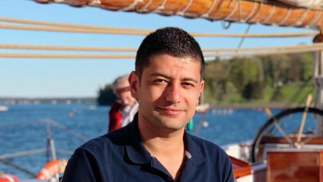 """الصحفي السوري الشاب معن الحميدي مرتاح للعيش في""""البلد الرائع كندا"""""""